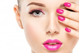 Beautiful-model-Pink-nails-pink-lipstick-and-eye-shadow