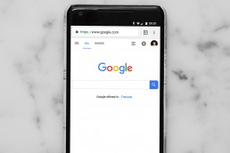 Phone-displaying-Google-Home-page